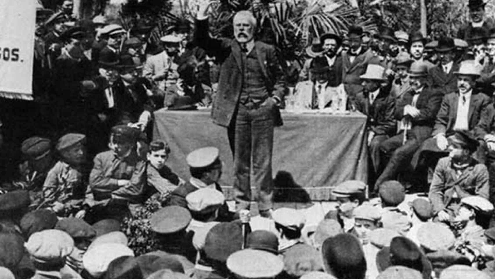 Mitin de Pablo Iglesias, fundador del Partido Socialista Obrero Español.