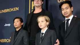 Brad Pitt con algunos de los hijos que tiene en común con Angelina Jolie.