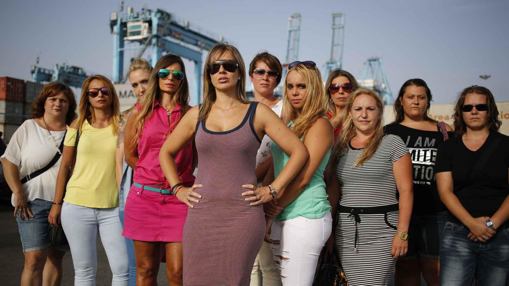 Las estibadoras quieren trabajar en el único puerto español que sólo contrata varones.