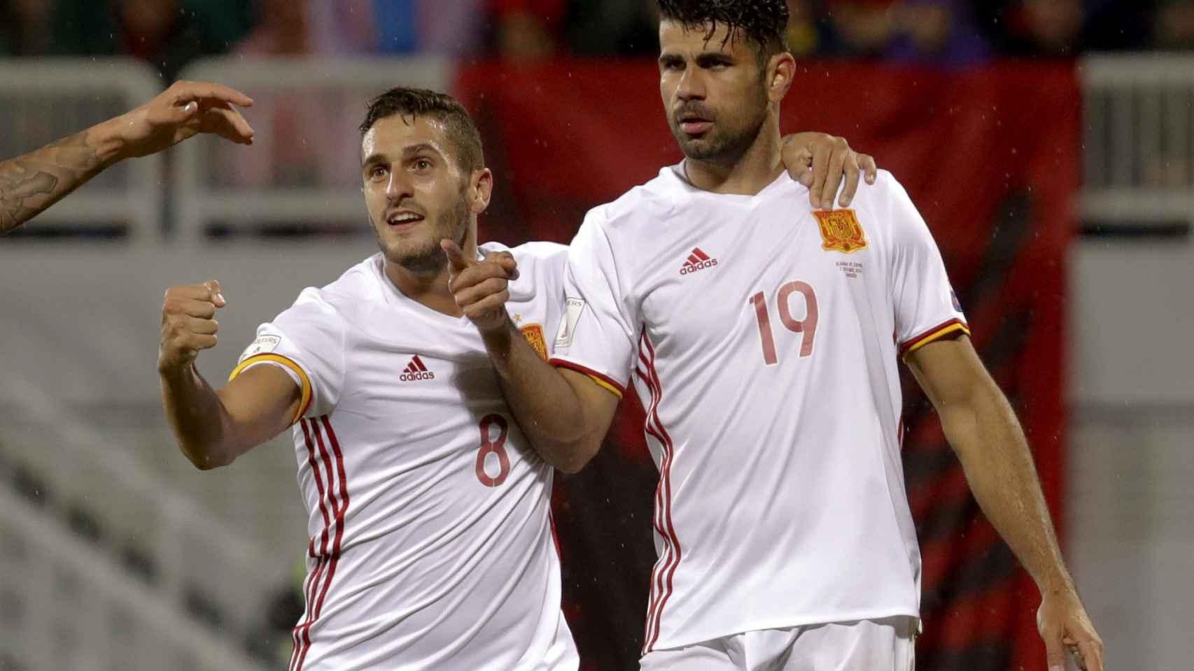 Koke y Costa celebran el primer gol.