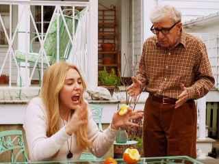 Miley Cyrus y Woody Allen en la primera serie del director.