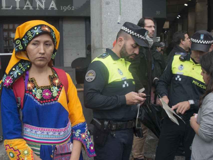 La Policía exige a los organizadores los papeles que acreditan la celebración de la manifestación