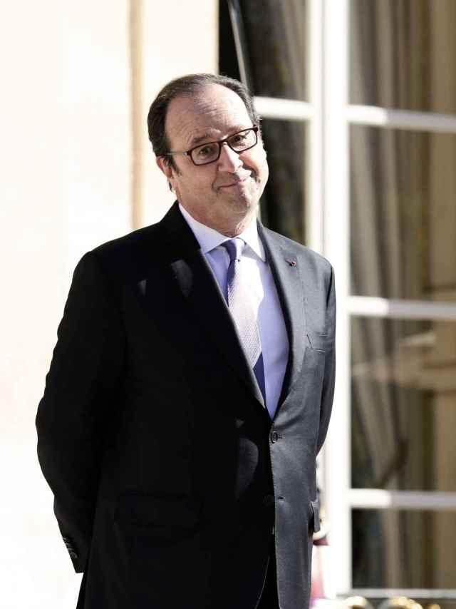 Hollande, frente al Elíseo.