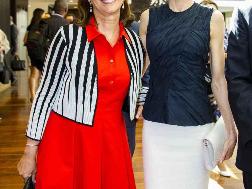 Ségolène Royal junto a la reina Letizia durante un acto en París este verano.