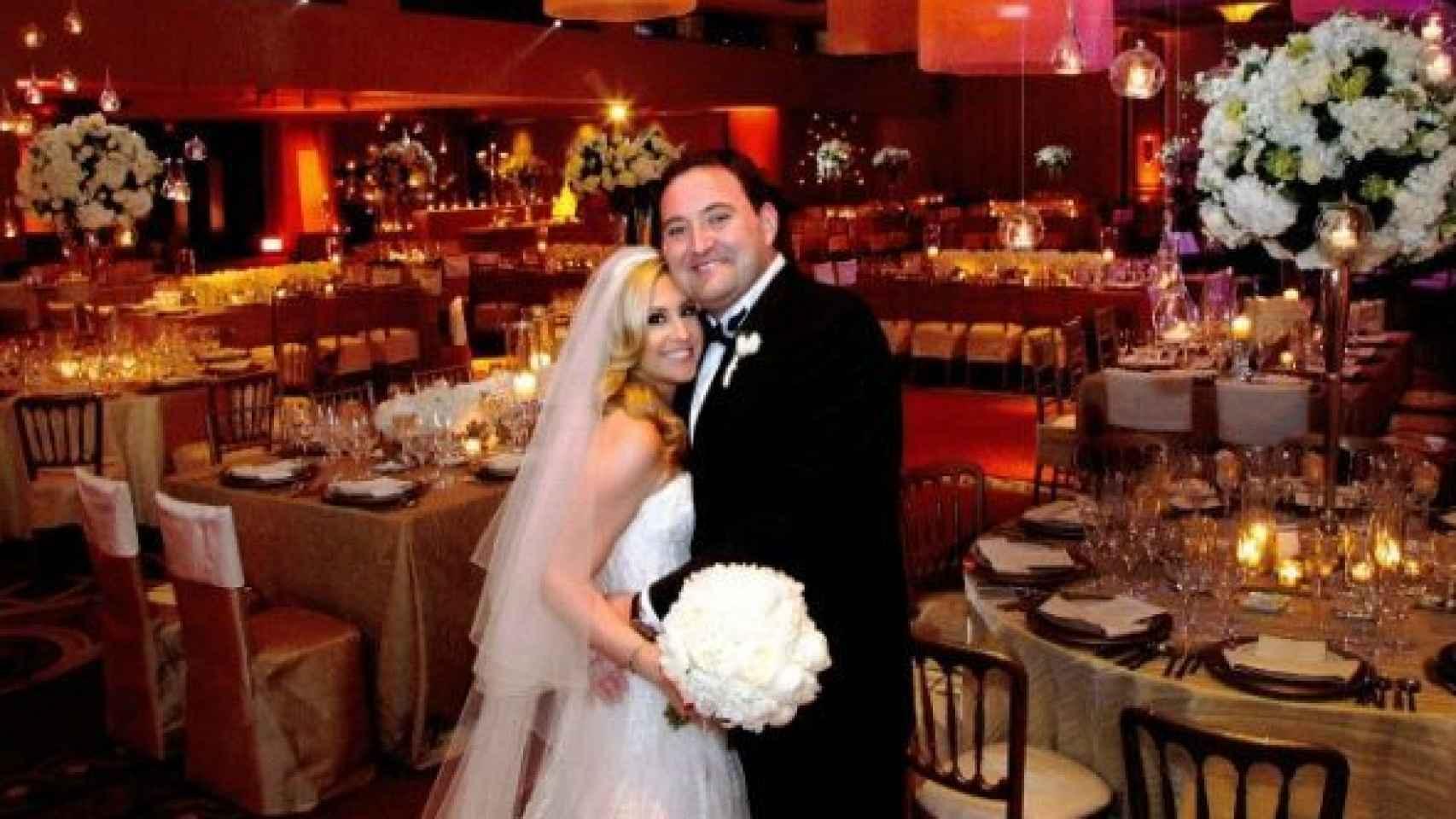 Isaac Muga en su boda con Alexandra Martínez.