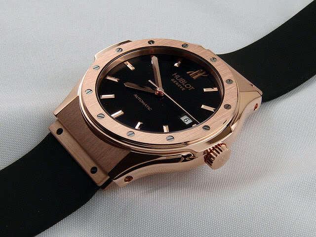 Reloj Hublot negro y dorado.