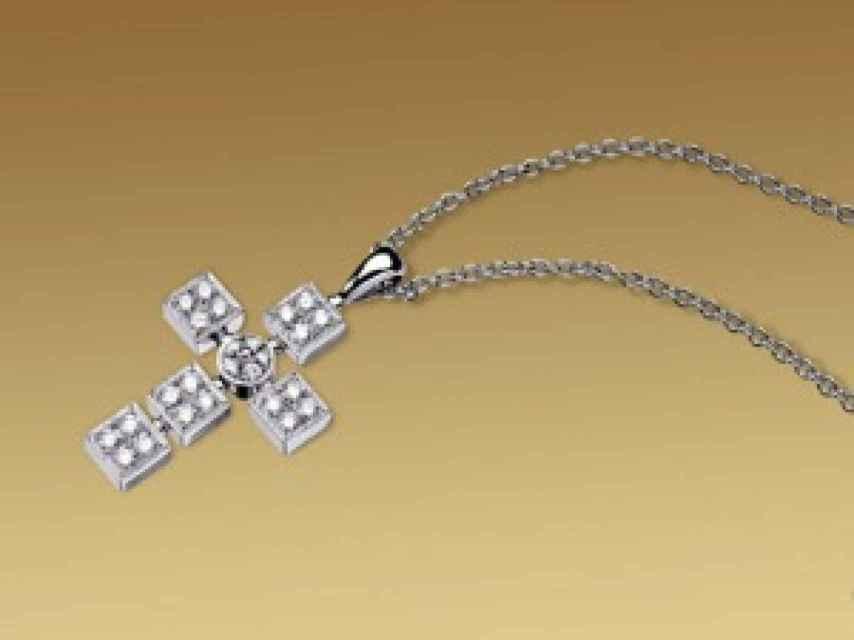 Cruz de Bulgari similar a la encontrada en casa de Correa.