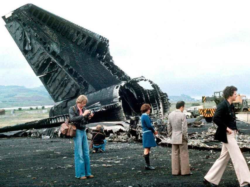 Restos calcinados de los aviones