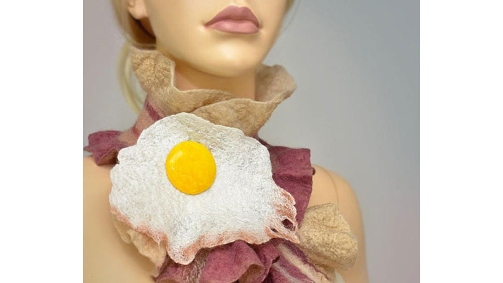 Fular de bacon con huevo.