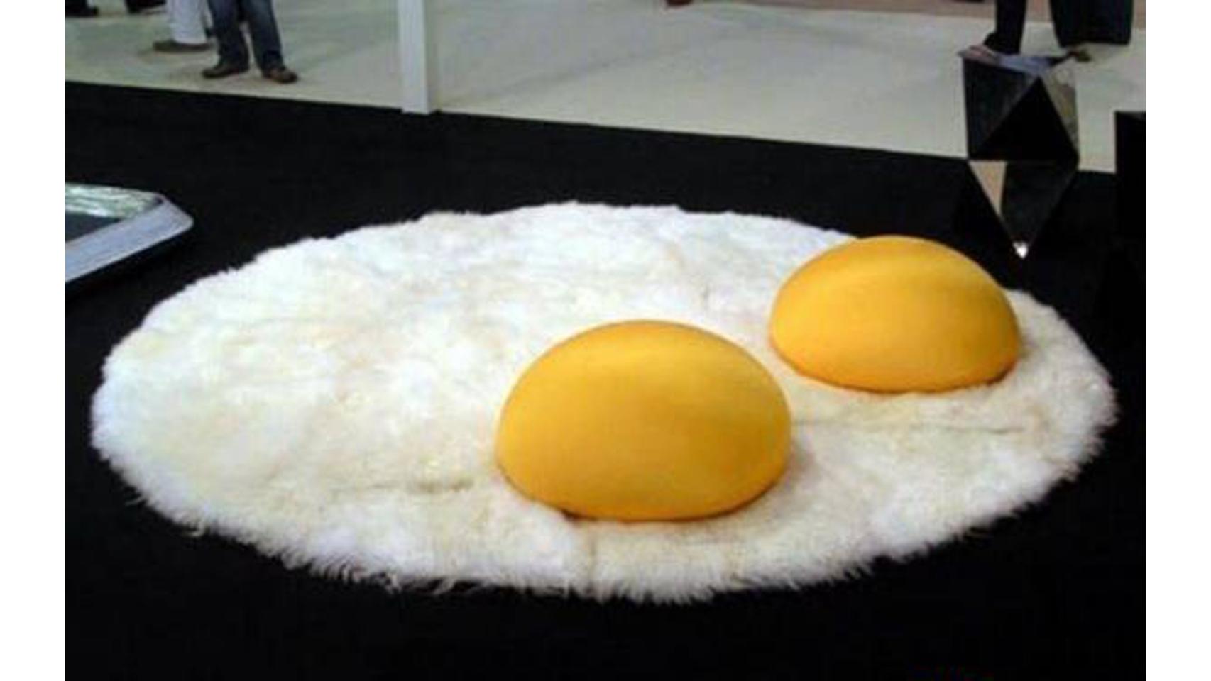 Alfombra huevos fritos.