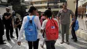 Niños refugiados vuelven al colegio en Grecia en un programa específico para ellos.