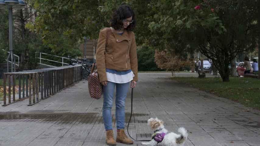 Cini, la perra de Lidia, le avisa de sus subidas y bajadas de azúcar las 24 horas del día