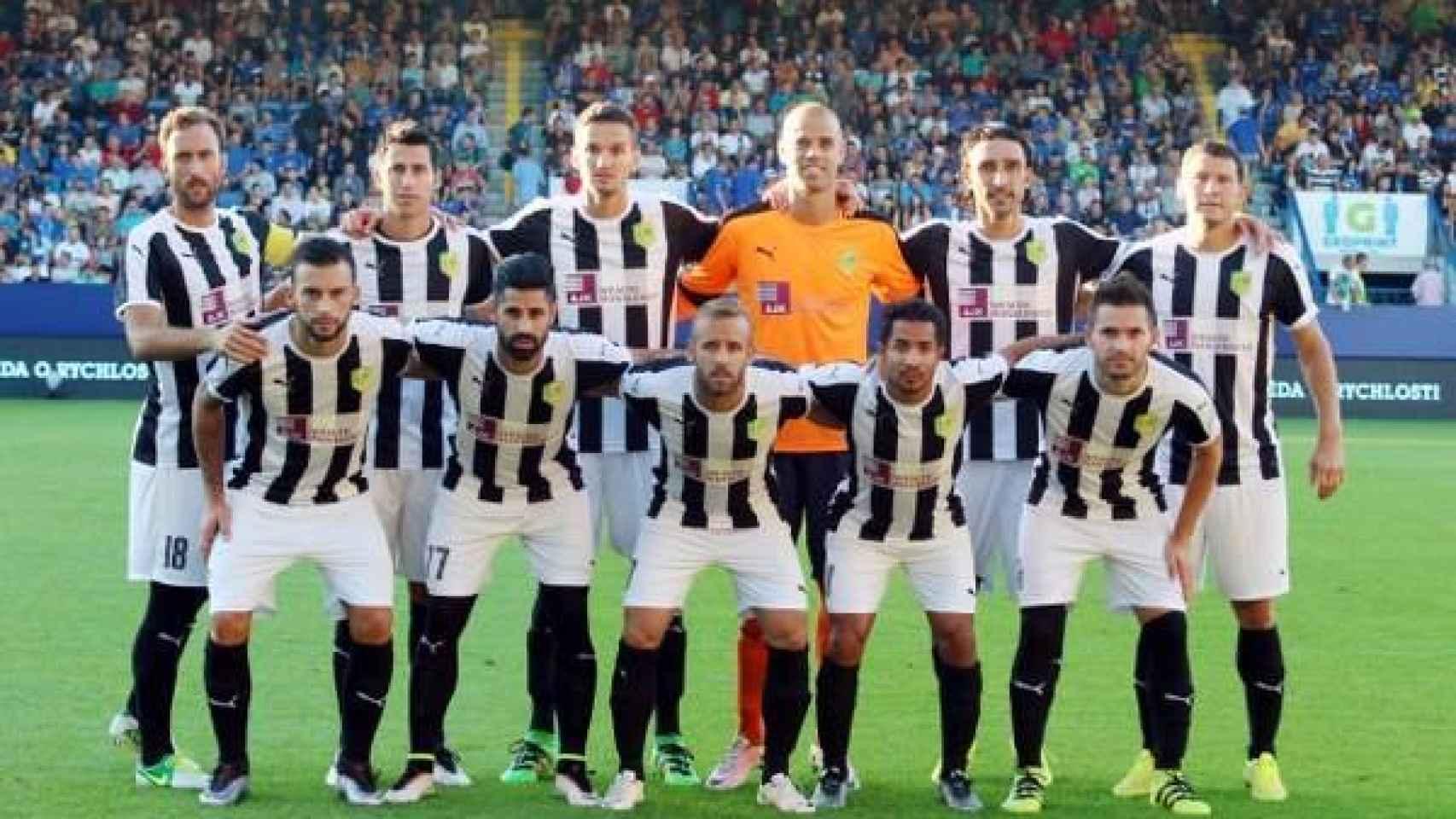 Alineación de un partido del AEK Larnaca.