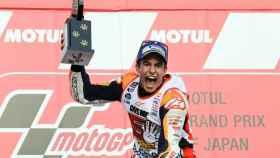 Marc Márquez celebra su victoria en Motegi.