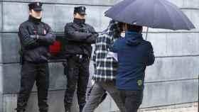 Uno de los detenidos en Alsasua es trasladado al juzgado.