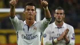 Cristiano Ronaldo celebra un gol junto a Bale.