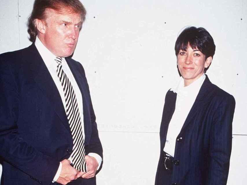 imagen de hace años. Donald Trump junto a la ex novia de Epstein.