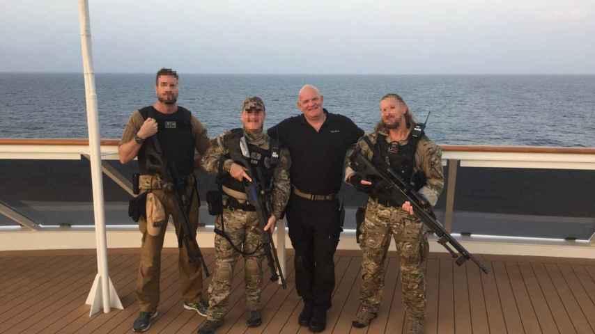 Tres operarios de UC Global con el capitán del `MS The World´.