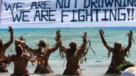 Habitantes de Tokelau protestan contra el cambio climático.