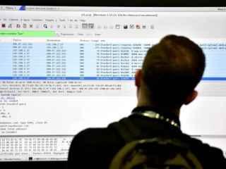 Un asistente a una conferencia de ciberseguridad.
