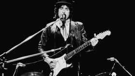 El Premio Nobel Bob Dylan tocando en Los Ángeles.