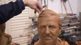 El busto en arcilla de Mariano Rajoy, con un trozo de pelo natural que se le injertaría a la figura de cera si llega a ser expuesta.