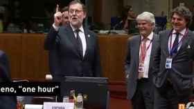 Imagen del momento en el que Rajoy vuelve a 'pifiarla'.