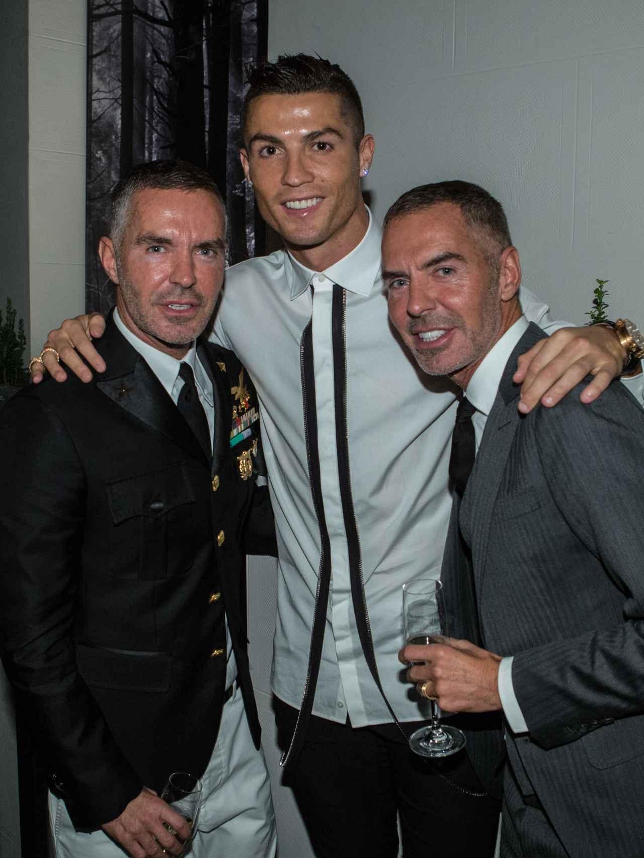 Cristiano Ronaldo con Dean y Dan Caten este viernes en Madrid