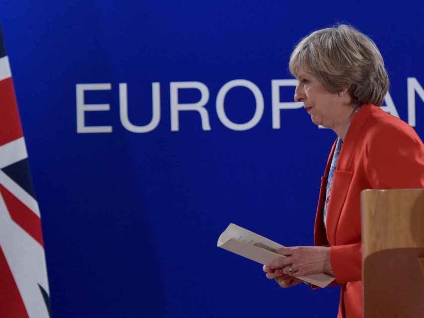 May pide restringir la inmigración y mantener acceso al mercado europeo.