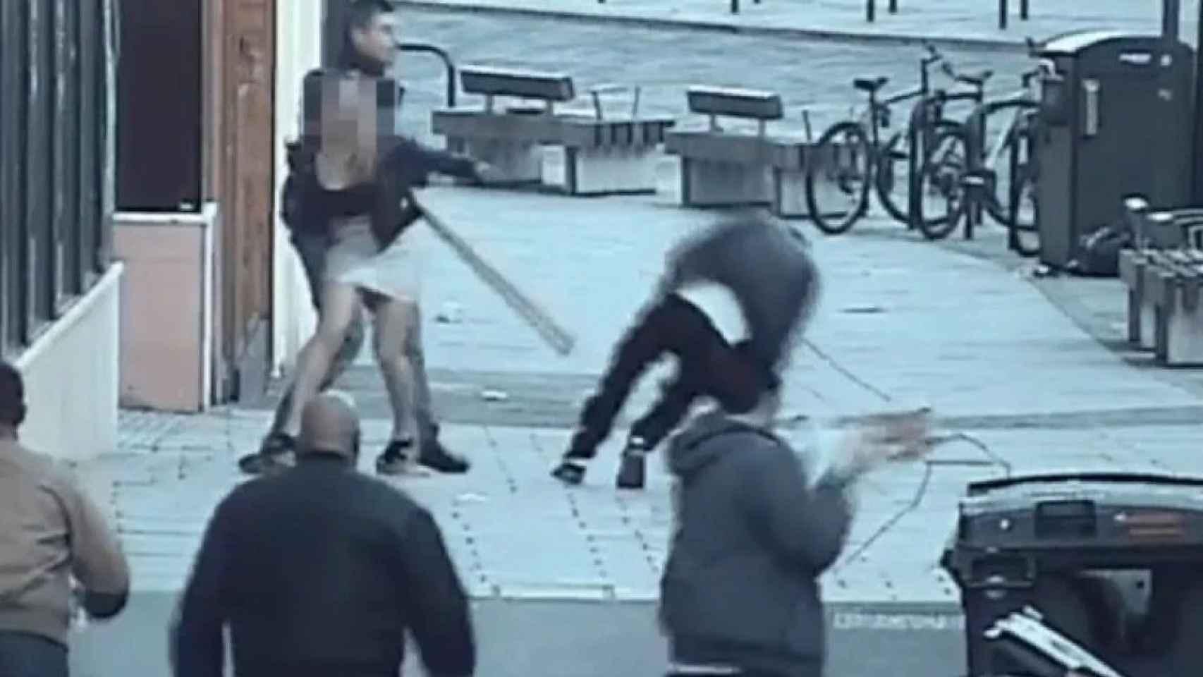 Momento de la agresión a la pareja española.