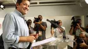 Javier Fernández, durante su comparecencia ante los medios este domingo en Ferraz.