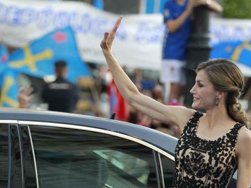 La reina Letizia a su llegada al teatro Campoamor para la entrega de los Princesa de Asturias.