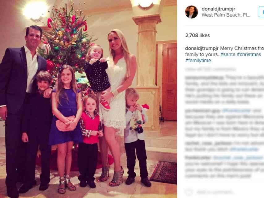 Foto navideña del posado oficial de la familia de Donald Trump Junior.