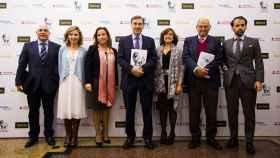 De izda. a dcha: Juan Juliá, Marta Martín, Nieves Segovia, Pedro J. Ramírez,  Mercedes Chacón, José Antonio Marina y Samuel Martín-Barbero.