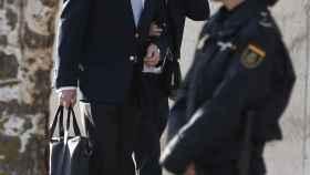 Pablo Crespo acompañado de su abogado, Miguel Durán, a su llegada esta mañana a la Audiencia Nacional