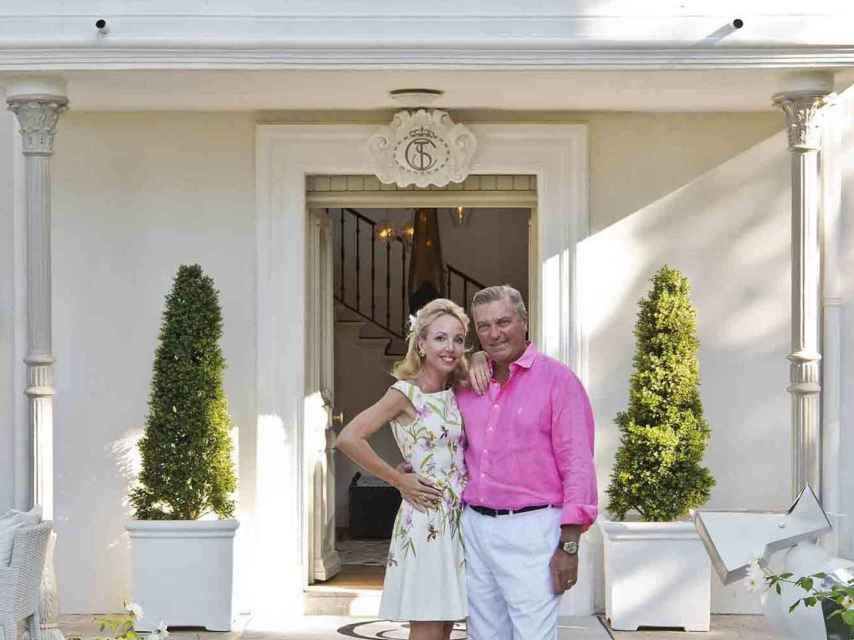 El duque de Castro y su esposa, en su residencia estival en Saint Tropez.