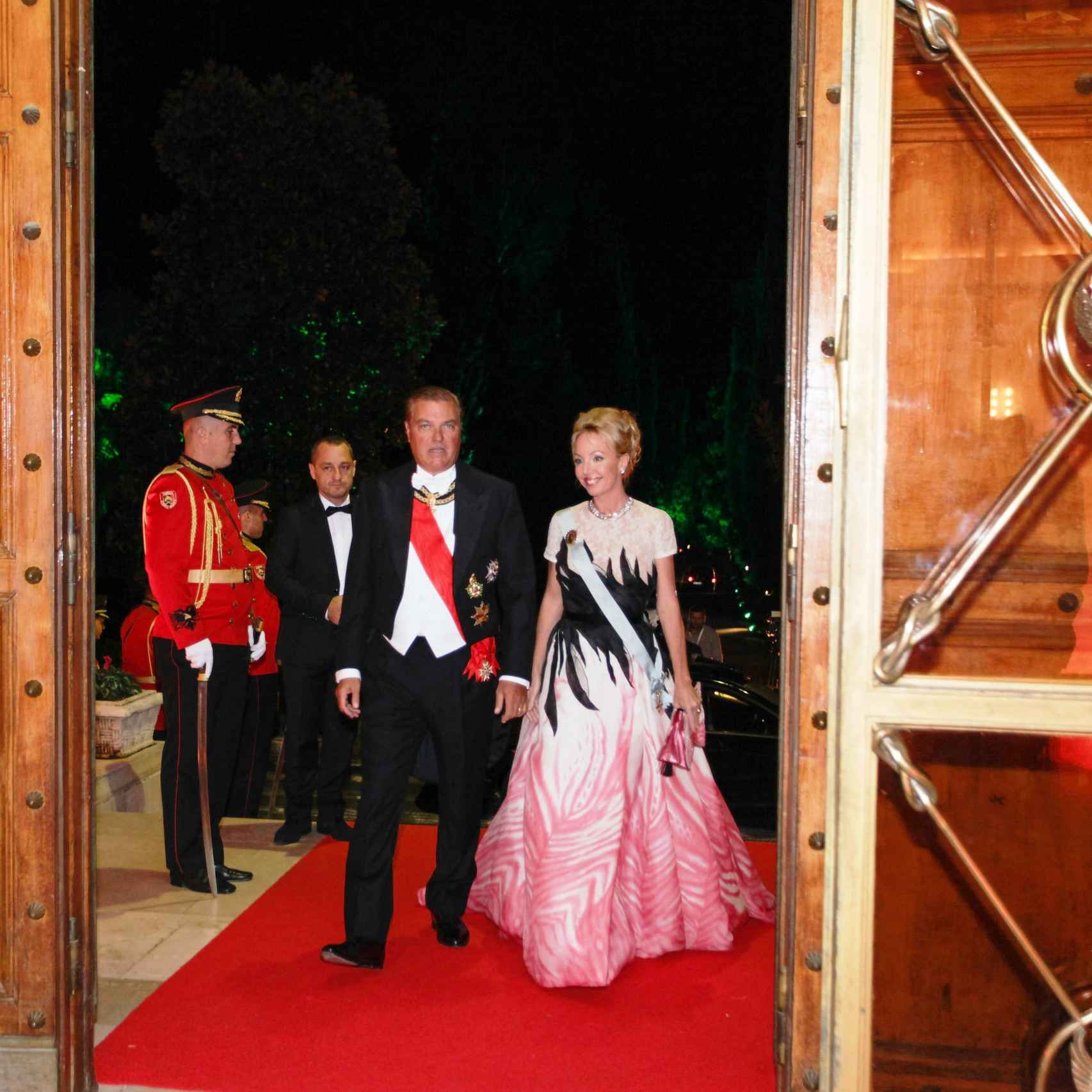 Los duques, en el Palacio Real deTirana, donde acudieron con motivo de la boda del Principe Leka.