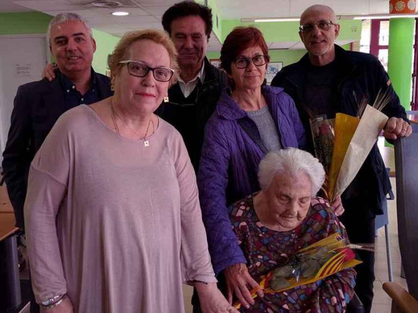 Ana María Vela, junto a su familia y allegados.