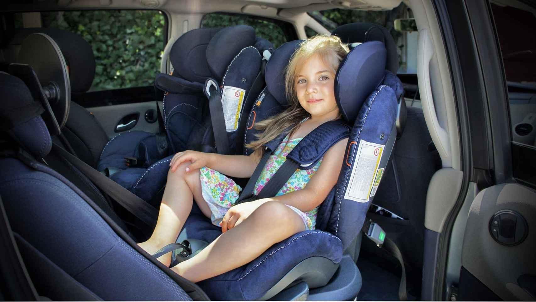 Varios informes concluyen que llevar las sillas a contramarcha reduce los riesgos de accidente mortal.