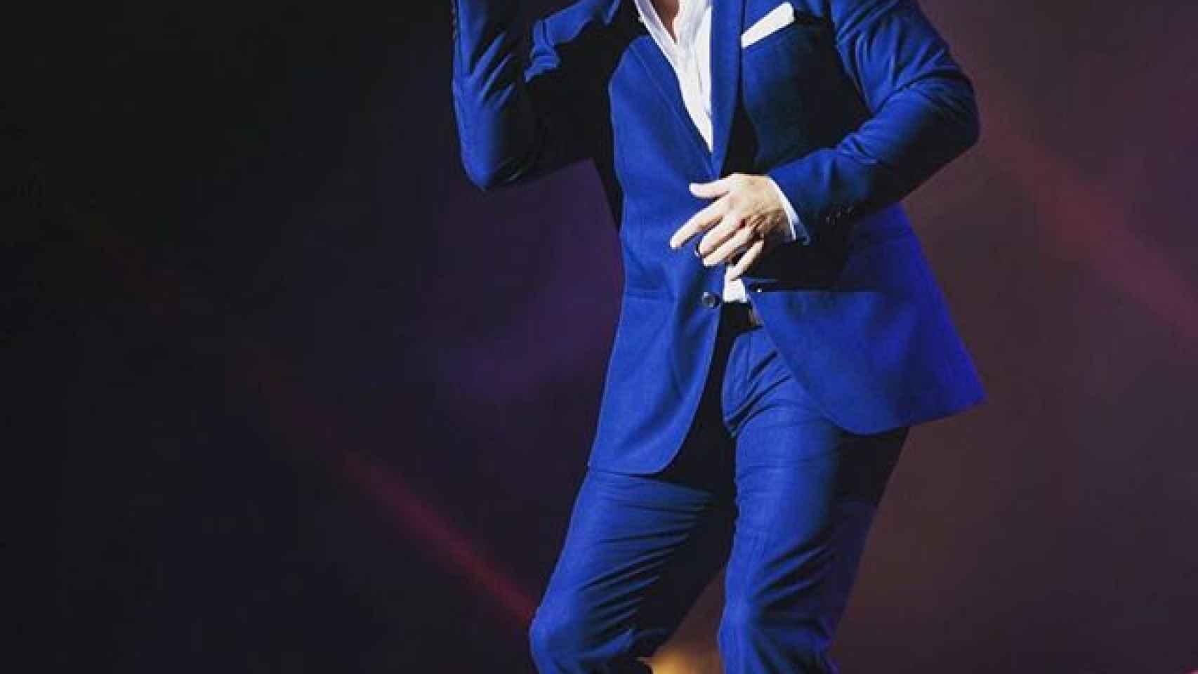 David Bustamante cantando en el escenario