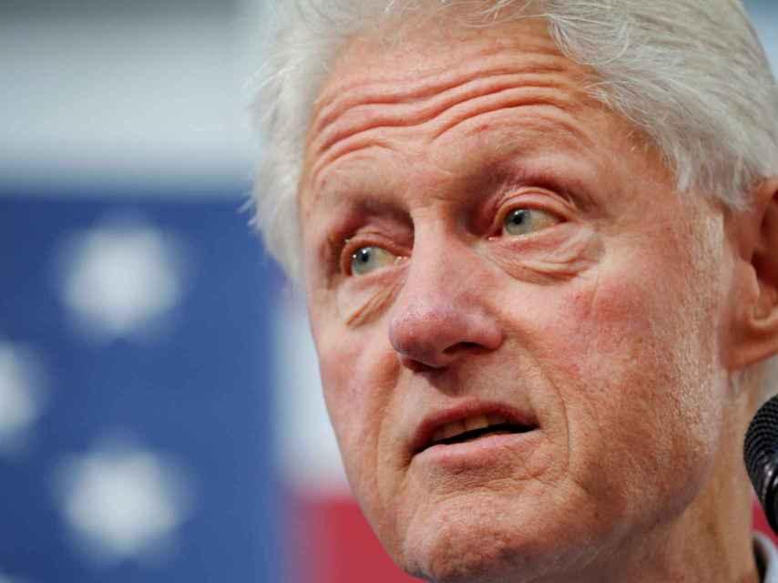 Bill Clinton dio discursos pagados a donantes de su fundación, según documentos filtrados.