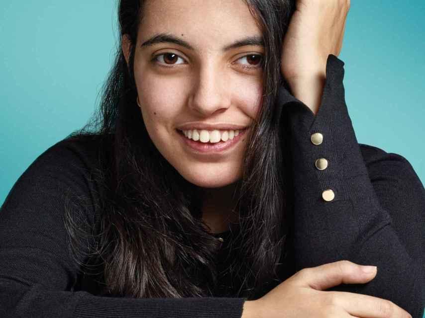 Nujeen vuelve a sonreír en Alemania, a la espera de poder reunirse con sus padres, en Turquía.