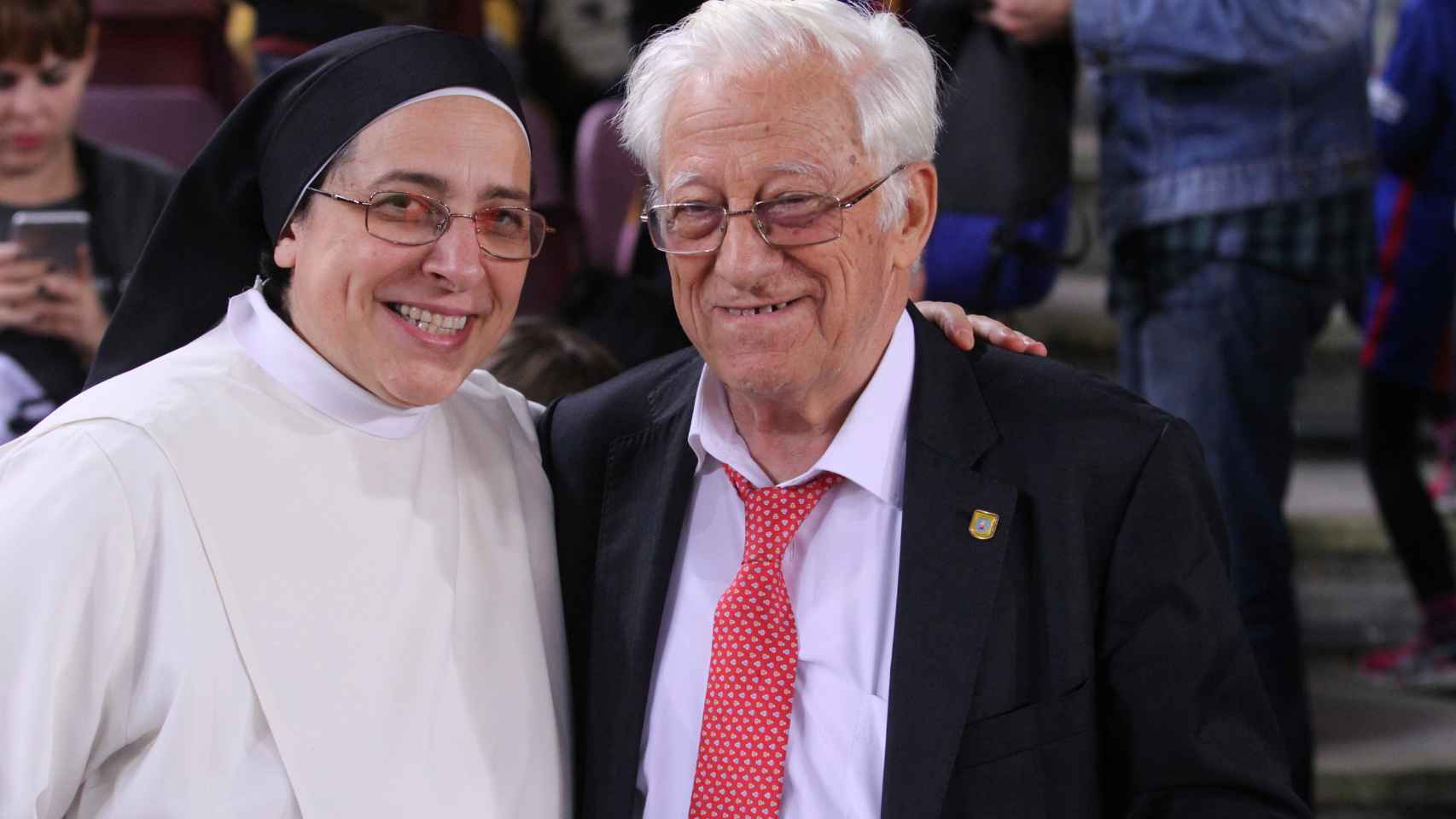 Sor Lucía Caram y el padre Ángel, a su llegada este sábado al estadio del Barça.