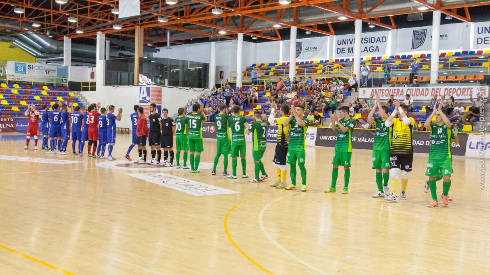 Los jugadores del UMA Antequera antes de jugar contra el Valdepeñas.