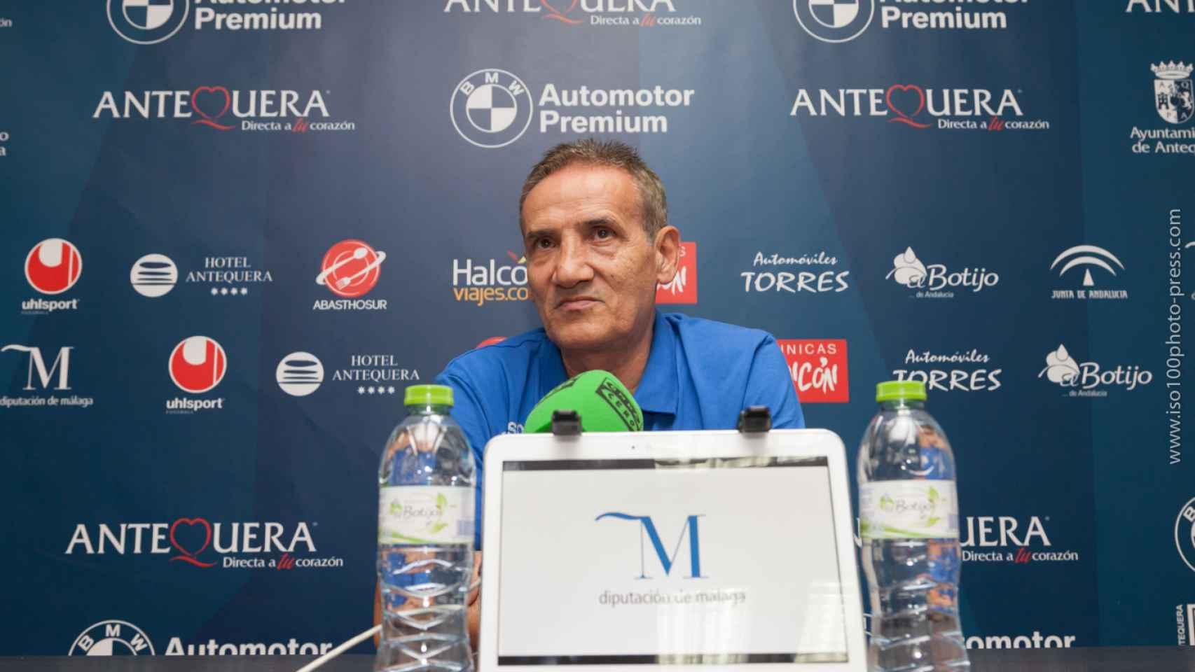 Moli, el entrenador del UMA Antequera en rueda de prensa.