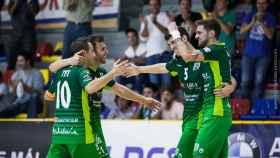 Los jugadores del Antequera celebran un gol.