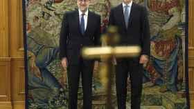 Rajoy y el rey Felipe posan tras el juramento en La Zarzuela.