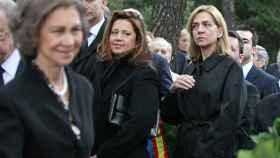La reina Sofía y su hija Cristina en el homenaje a Pablo de Grecia celebrado en 2014
