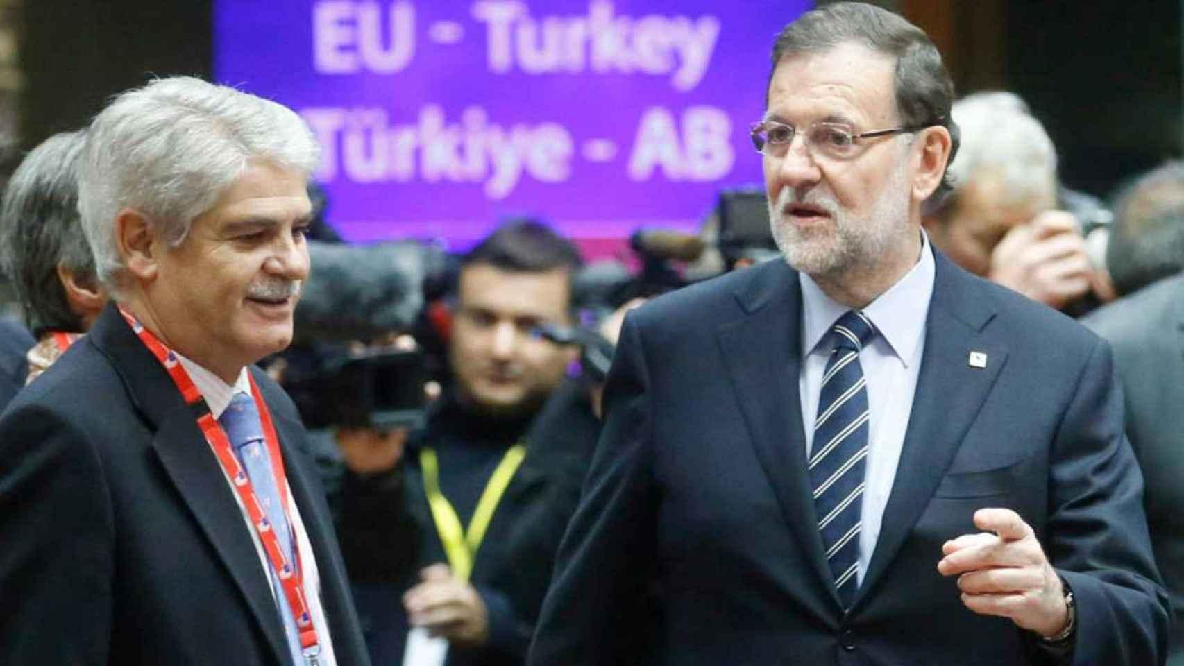 Alfonso Dastis junto a Mariano Rajoy en noviembre de 2015.