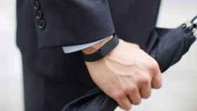 La pulsera que llevas puesta posiblemente está violando la ley